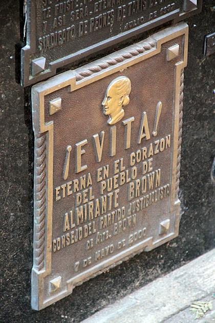 Evita Grave