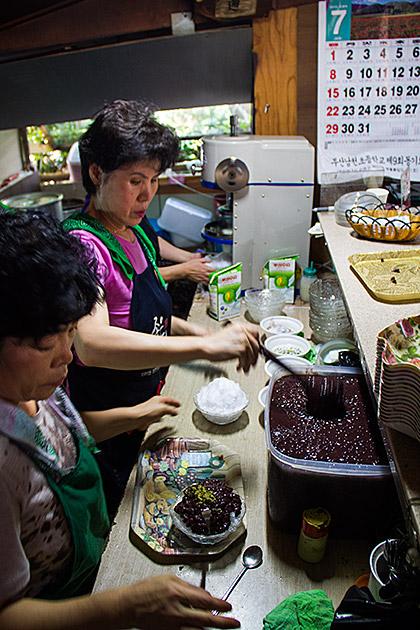 Making-Patbingsu-Recipe