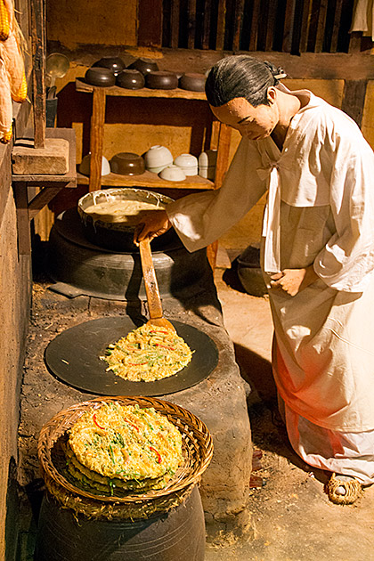 Making-Pajeon-in-Korea