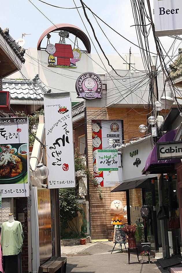 Charlie-Brown-Snoopy-Coffee-Shop Busan Korea