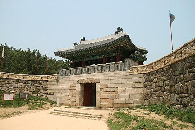 Geumjeongsanseong-South-Gate