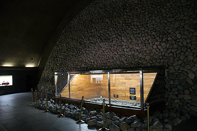 Inside-A-Gyeongju-Royal-Tomb