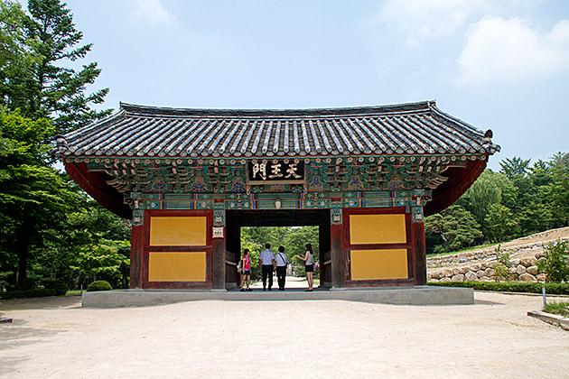 Bulguksa-Temple-Entrance