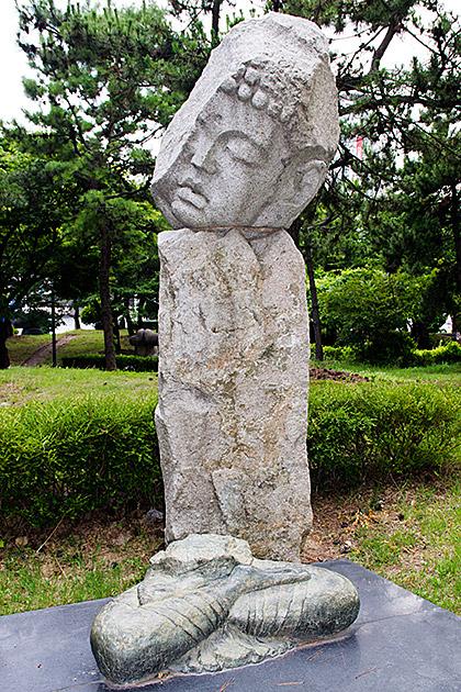 Tilted-Buddha-Head