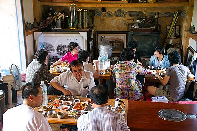 Traditional-Home-Restaurant-Korea