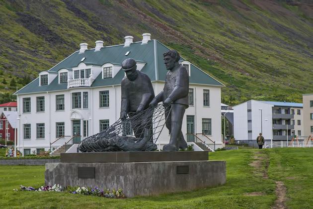 Ísafjörður Statues