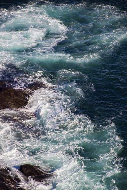 Waves Heimaey
