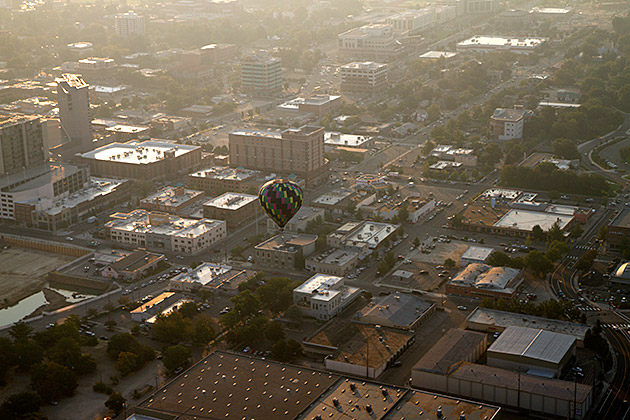 Hot-Air-Balloon-In-The-City
