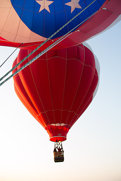 Hot-Air-Balloon-Kiss