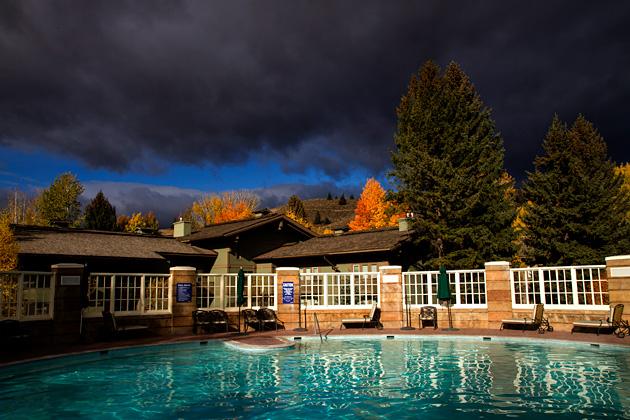 Sun-Valley-Resort-Pool-Tub