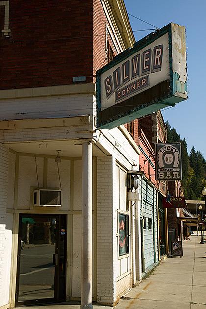 Silver Corner Wallace