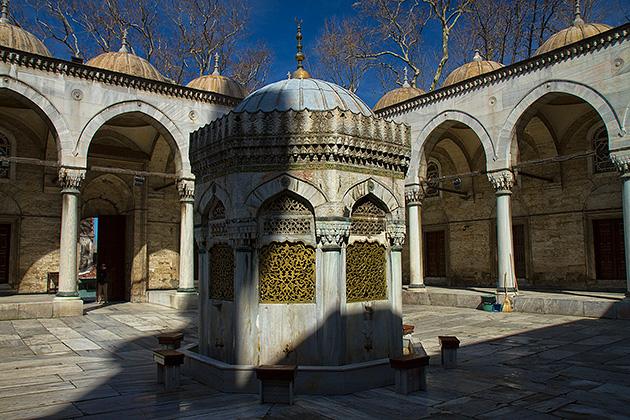 Yeni-Valide-Camii-Fountain