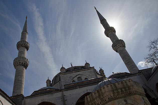 Yeni-Valide-Camii-Minarets