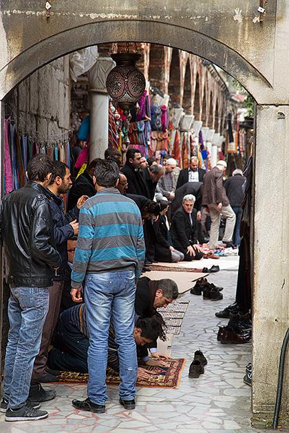 Praying-Men-In-Istanbul