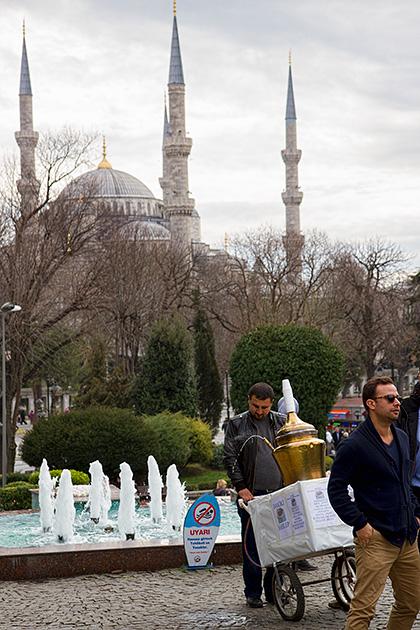 Spraying-Hot-Istanbul