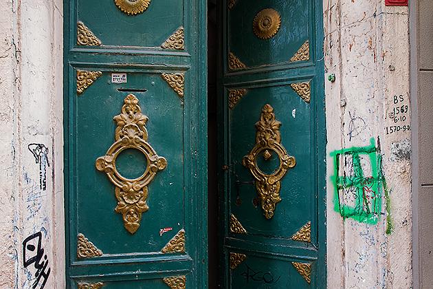 Hazzopulo-Door