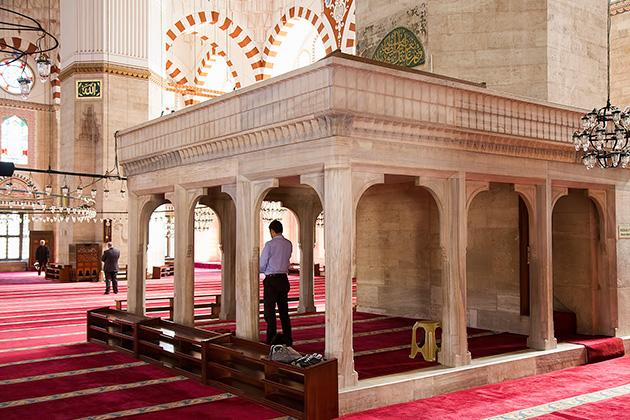 Praying-In-Istanbul