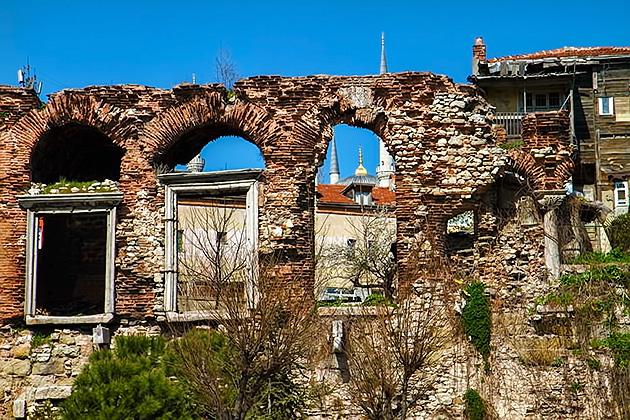 Palace-Ruins-Istanbul