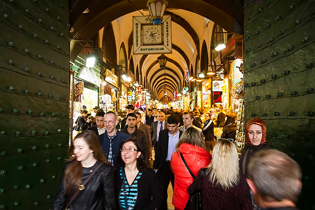 Fun-Shopping-Istanbul-Stock-Photo