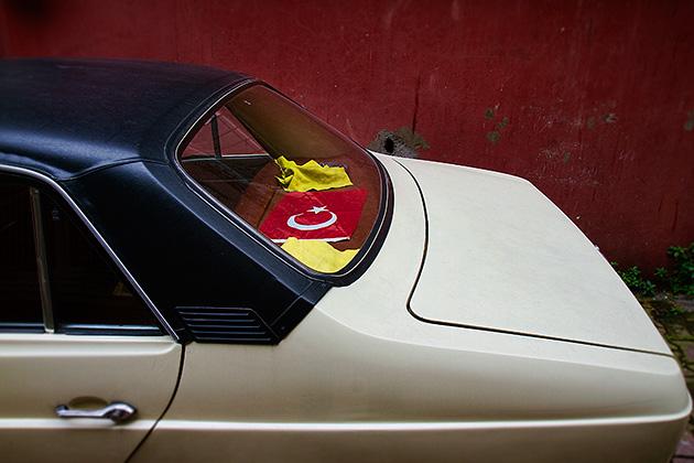 Istanbul-Car-Flag