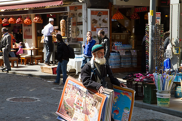 Street-Sales-Man-Istanbul