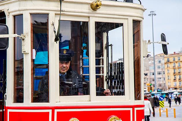Driving-Istanbul-Tram