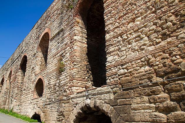 Aqueduct-Walls