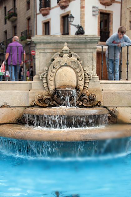 blue fountain oviedo