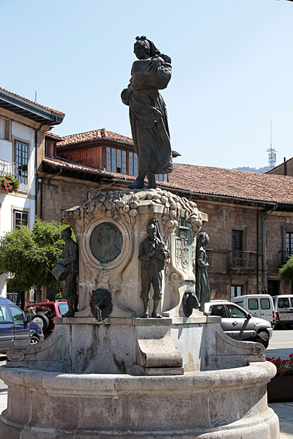 Apple Statue
