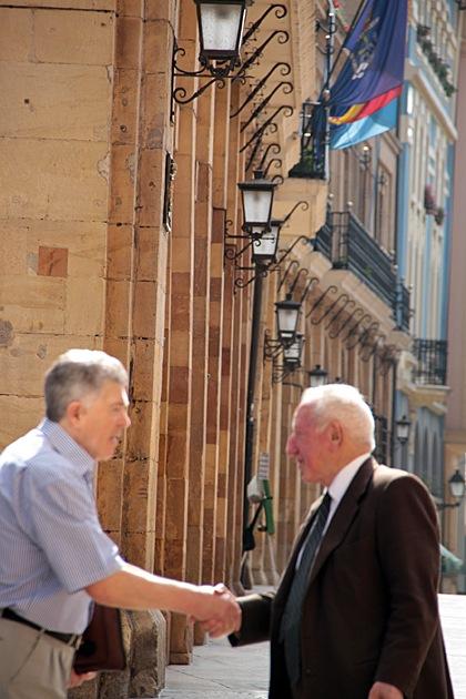 Oviedo Handshake