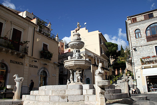 Piazza-Duomo-Taorimina