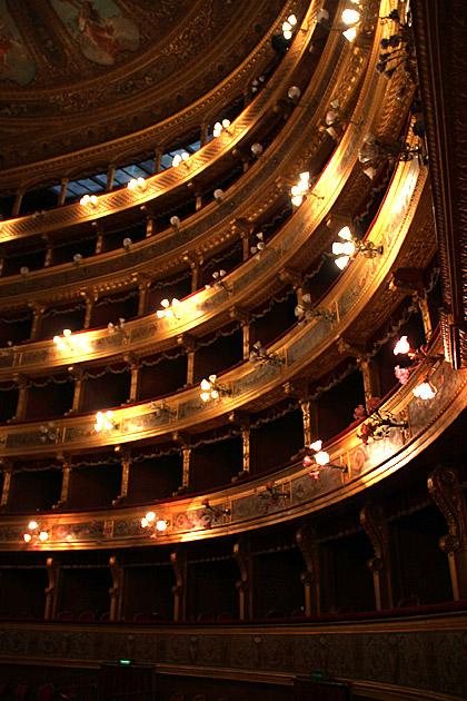 Theater Box Massimo