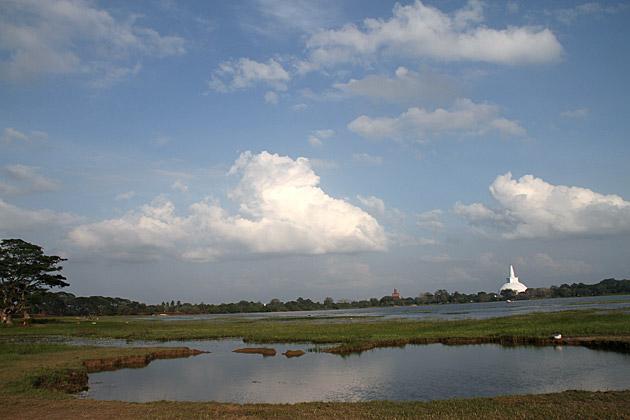 Anuradhapura-Lake