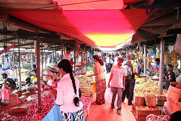 Sunday Market Anuradhapura
