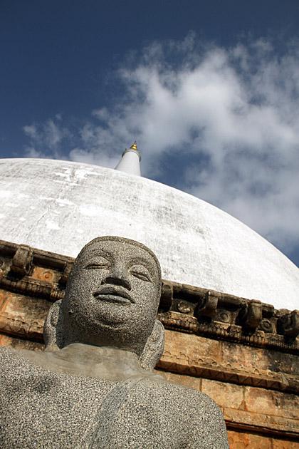 Ruvanvalisaya-Buddha-Statue