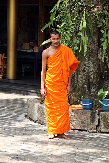 Gangaramaya-Monk