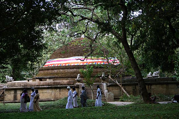 Pilgrims-Sri-Lanka