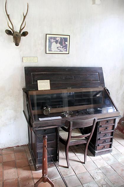 Martin-Wickramasinghe-Desk