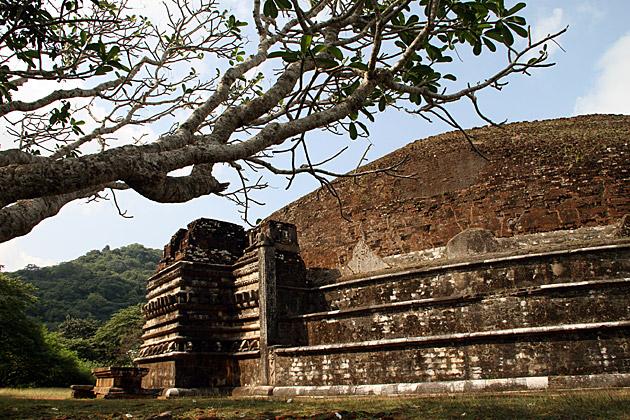 Mihintale-Old-Dagoba-Ruin