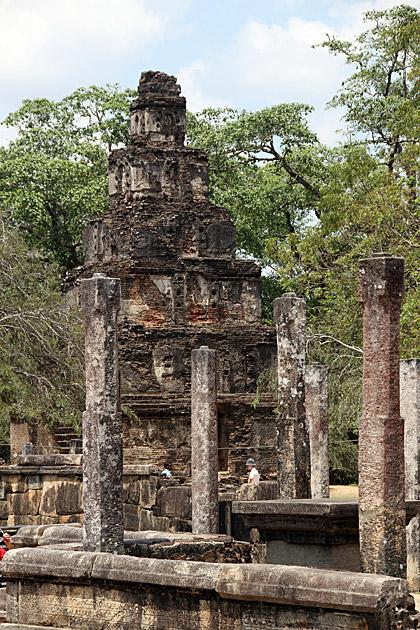 Satmahal-Prasada