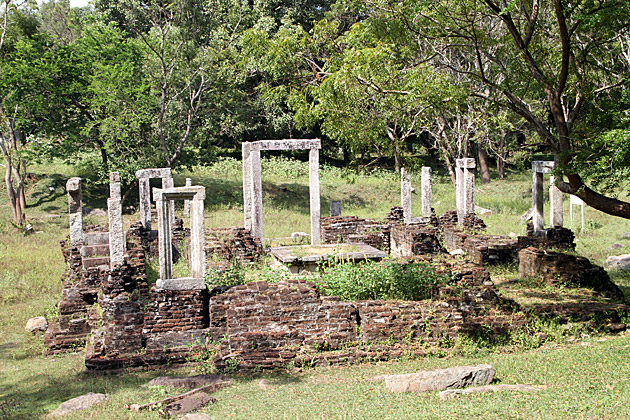 Temple-of-The-Tooth-Anuradhapura