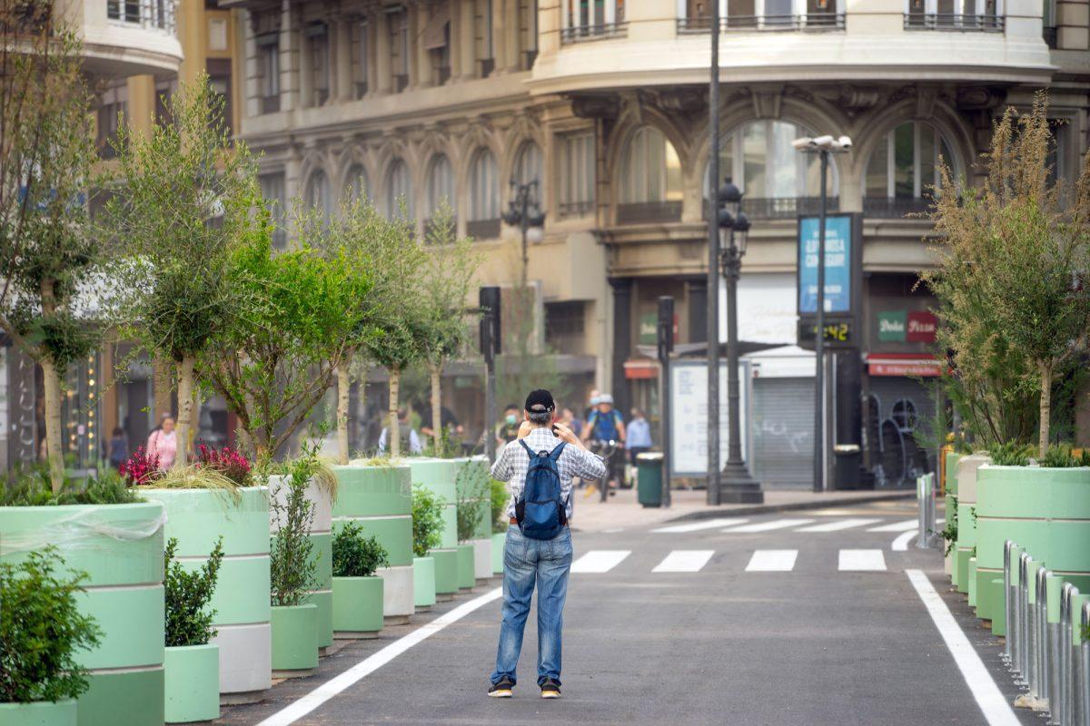 Man taking a picture at the new plaza del Ayuntamiento in Valencia