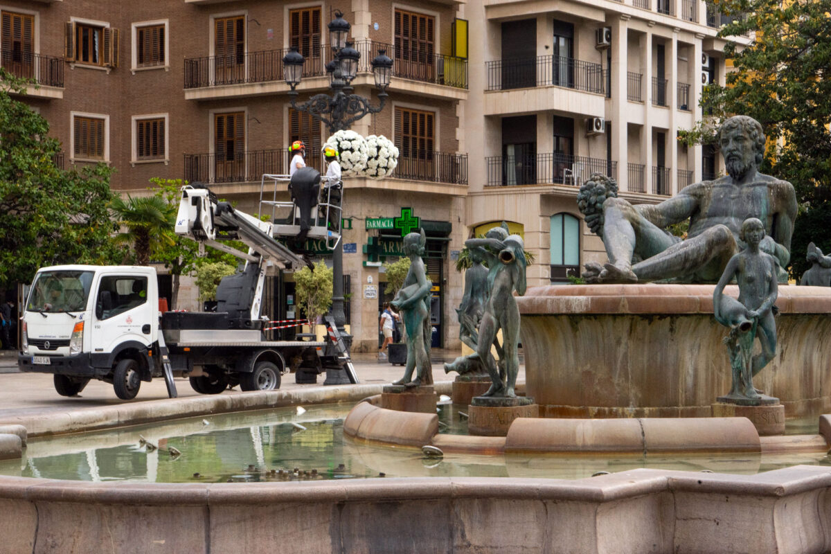 Decorating Valencia For May