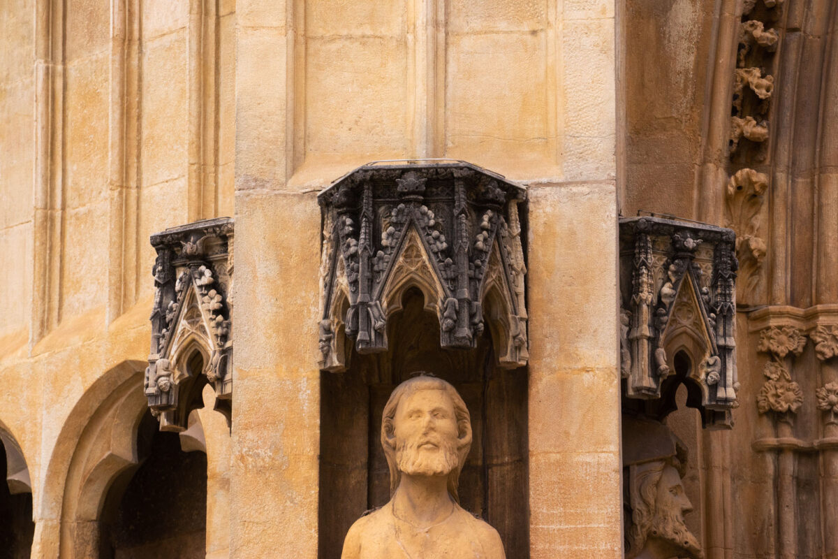 12 Apostles Statue Valencia