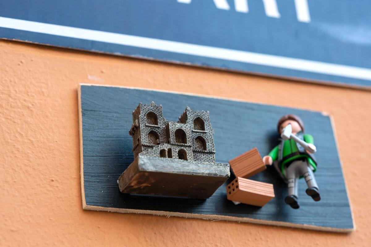 Quart Playmobil Sign