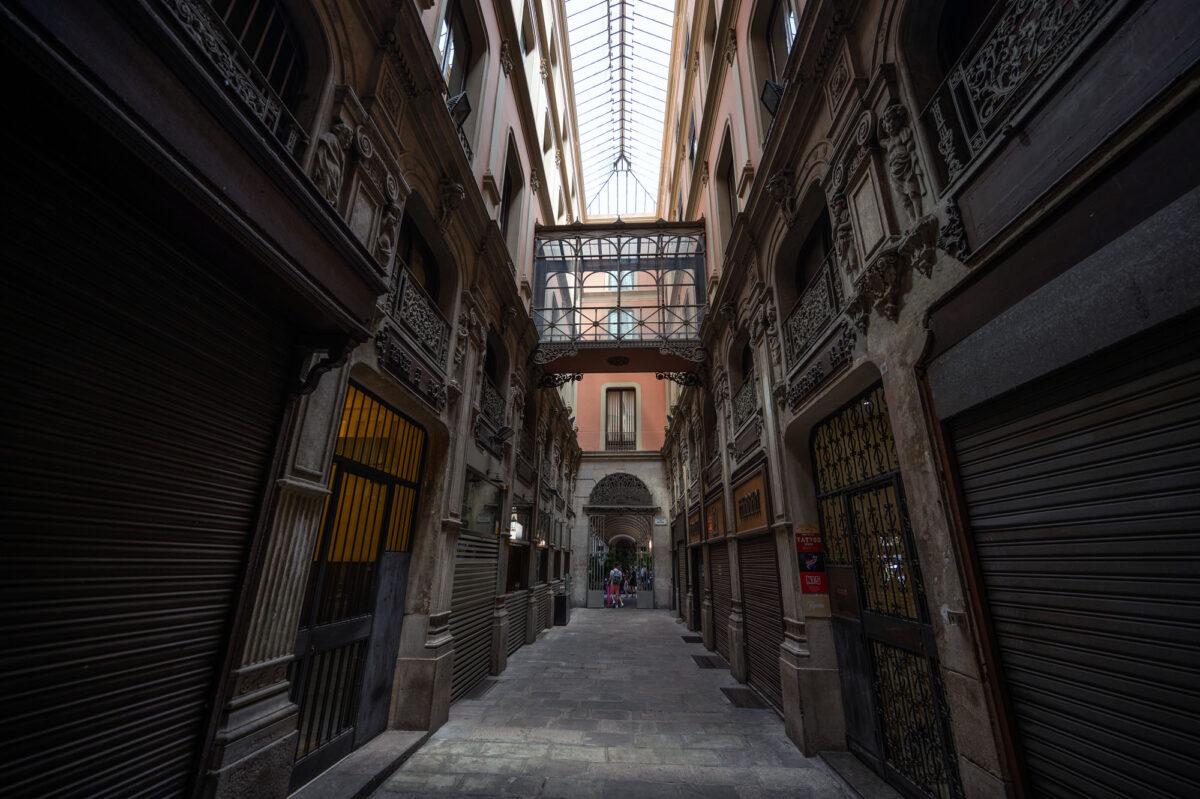 10 hours in Barcelona hidden passage.